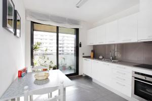 Two-Bedroom Apartment with Balcony - Passeig Taulat, 233
