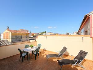Apartment Puigmal 138 E1, Appartamenti  Empuriabrava - big - 1