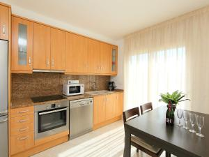 Apartment Puigmal 138 E1, Apartments  Empuriabrava - big - 3