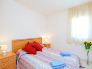 Apartment Puigmal 138 E1, Appartamenti  Empuriabrava - big - 2