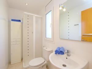 Apartment Puigmal 138 E1, Appartamenti  Empuriabrava - big - 8