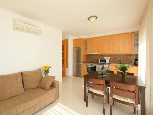 Apartment Puigmal 138 E1, Apartments  Empuriabrava - big - 6