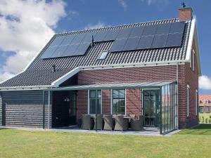 Holiday Home 10p. Wellnesswoning, Holiday homes  Colijnsplaat - big - 1