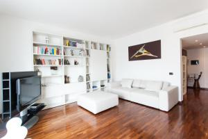Italianway Apartments - Correggio, Milan