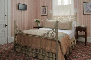 Two-Bedroom Suite with Queen and Double Bed