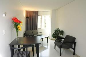 One Double Bedroom in a Three-Bedroom Shared Apartment - Shared Bathroom