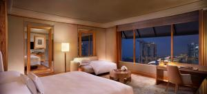 Rom Enhanced Deluxe med king-size-seng og utsikt over Marina Bay