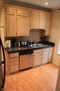 Apartment Village South #2 with 3 bedrooms and 2 bathrooms (in Roscoe Village)