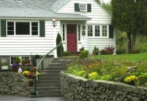 Lighthouse Inn Bed & Breakfast And Cottages
