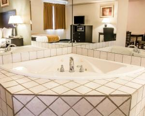 King Room with Spa Bath- Non Smoking
