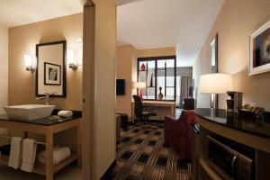 Double Queen Suite- Handicap Accessible