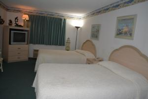 Double Room with Two Double Beds with Spa Bath - Non-Smoking