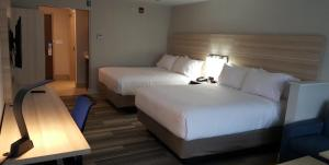 Queen Room with Two Queen Beds - Disability Access Tub