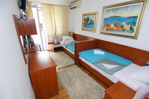 Apartments and Rooms Villa Gaga 2, Bed & Breakfasts  Budva - big - 33