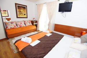 Apartments and Rooms Villa Gaga 2, Bed & Breakfasts  Budva - big - 27