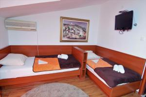Apartments and Rooms Villa Gaga 2, Bed & Breakfasts  Budva - big - 26