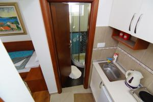 Apartments and Rooms Villa Gaga 2, Bed & Breakfasts  Budva - big - 100