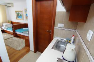 Apartments and Rooms Villa Gaga 2, Bed & Breakfasts  Budva - big - 83