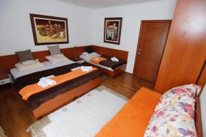 Apartments and Rooms Villa Gaga 2, B&B (nocľahy s raňajkami)  Budva - big - 96