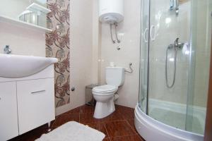 Apartments and Rooms Villa Gaga 2, Bed & Breakfasts  Budva - big - 37