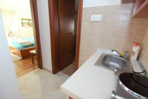 Apartments and Rooms Villa Gaga 2, Bed & Breakfasts  Budva - big - 45