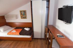 Apartments and Rooms Villa Gaga 2, Bed & Breakfasts  Budva - big - 73