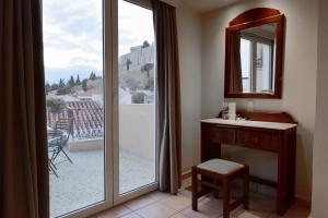 Superior Triple Room Acropolis View