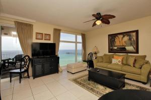 Three-Bedroom Apartment 607 with Sea View