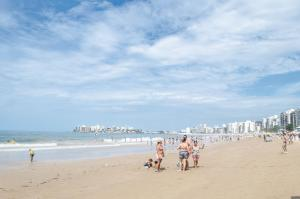 Apto Climatizado-WiFi-Netflix, Apartments  Guarapari - big - 57