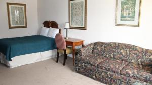 Deluxe Queen Room with Sofa Bed