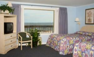 Double Room with Two Double Beds and Partial Ocean View