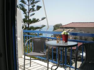 Sunrise Flora, Apartments  Agia Marina Aegina - big - 17