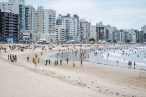 Apê LUXO 25m do mar Wifi Netflix AR nos quartos, Apartments  Guarapari - big - 18
