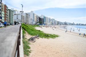 Apê LUXO 25m do mar Wifi Netflix AR nos quartos, Apartments  Guarapari - big - 22