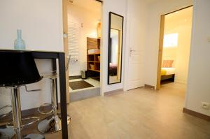 Photo of Short Stay Apartment Laborde