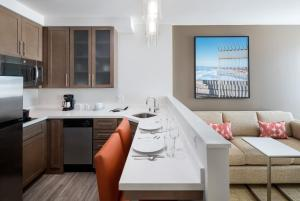 One-Bedroom Suite with Partial Bay View