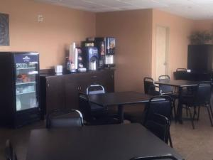 Deluxe Queen Suite with Kitchenette - Disability Access - Smoking
