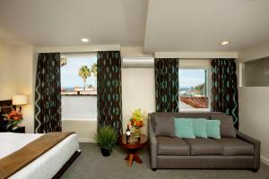 Junior Suite with Partial Sea View