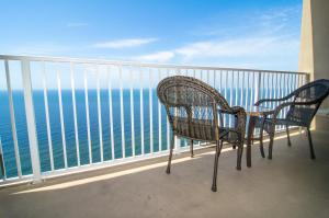 One-Bedroom Apartment 2803 with Sea View