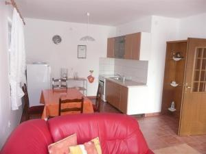 Two-Bedroom Apartment in Rab X, Apartmanok  Barbat na Rabu - big - 12