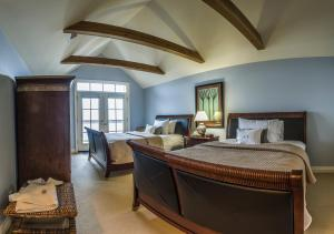 Waterside Suite with Two Queen Beds