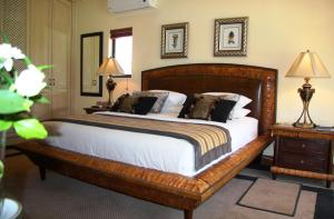 Deluxe King Suite with Lake View