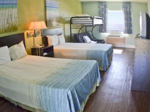 Standard Double Room with Futon and Bunk Beds - Gulf Side