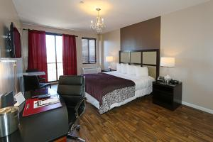 Executive Room with One King Bed, Kitchenette and Balcony