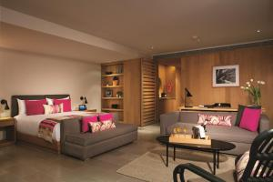 xhale club Romance Suite