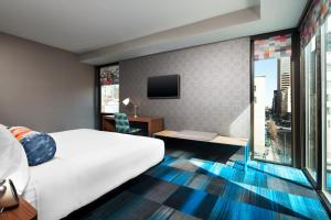 Aloft King Room with City View