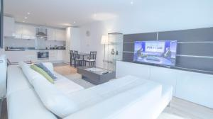 Modern 2 Bed 2 Bathroom in Canary Wharf in London, Greater London, England