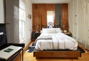 Superior Queen Room with Private External Bathroom