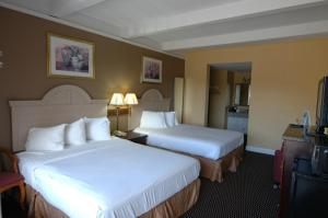 Standard Room with Two Queen Beds - Smoking