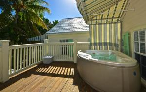 Deluxe One-Bedroom Villa with Hot Tub